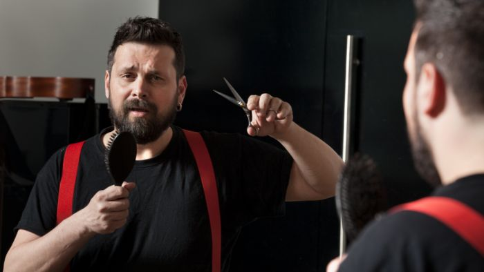 Tραγουδιστής σπάει τη σιωπή του: Η συγκλονιστική μαρτυρία Σπύρου Γραμμένου για τον βιασμό του στα 13 του (vid) | panathinaikos24.gr