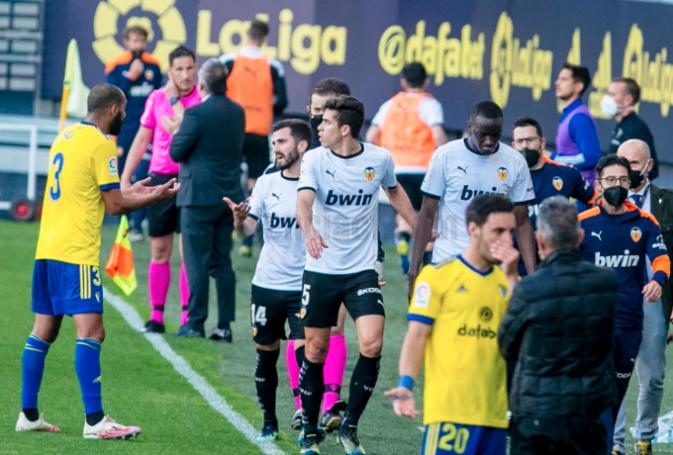 Απίθανα πράγματα: Η Βαλένθια έφυγε από το γήπεδο για ρατσιστική προσβολή σε παίκτη της! (vid) | panathinaikos24.gr