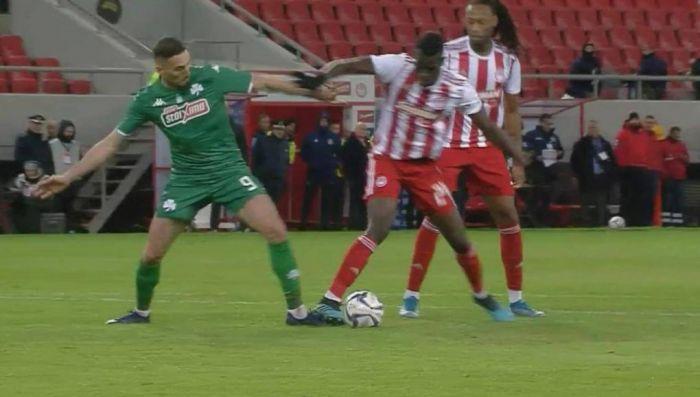 Ο Γκεστράνιους που δεν είδε δύο πέναλτι στο περσινό ντέρμπι με τον Ολυμπιακό στο ματς με τον ΠΑΟΚ | panathinaikos24.gr