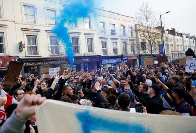 Πανηγυρισμοί των οπαδών της Τσέλσι για την απόσυρση των «Μπλε» από την ESL (pic+vid)   panathinaikos24.gr
