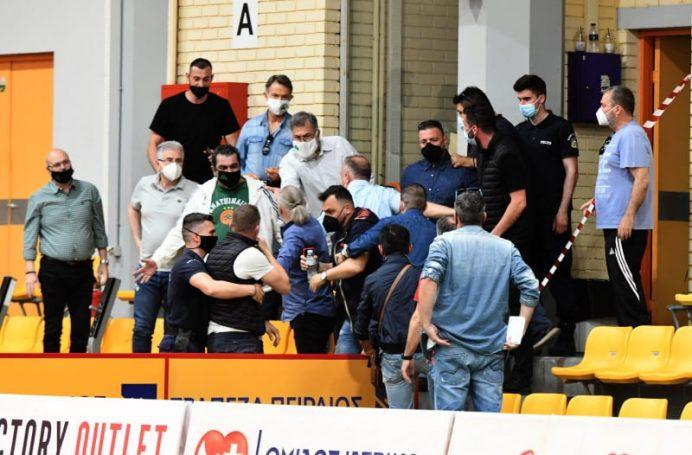Ερυθρόλευκες… στιγμές στο ΣΕΦ και τραμπουκισμοί (pics)   panathinaikos24.gr