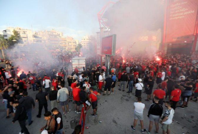 Αδιανόητο: 500 οπαδοί του Ολυμπιακού στην Ακρόπολη, προπηλάκισαν τους φύλακες! | panathinaikos24.gr