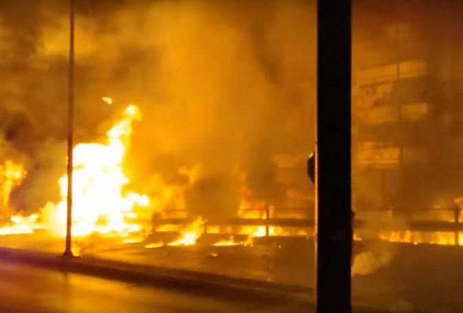 Αδιανόητο: Πήρε φωτιά ο Νέος Κόσμος με μολότοφ! (vids) | panathinaikos24.gr